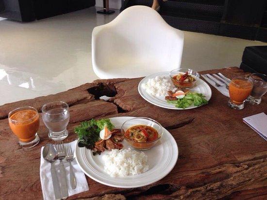 3Howw Hostel@Sukhumvit 21: Thai breakfast