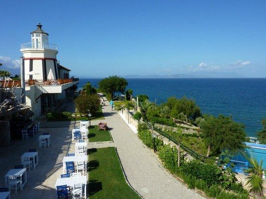 Sealight Resort Hotel: les terrasses des restaurants de spécialités et Pub