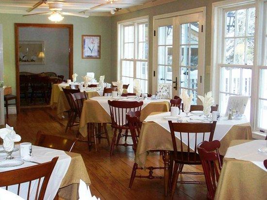 Snow Goose Inn : Our Sunny Breakfast Room