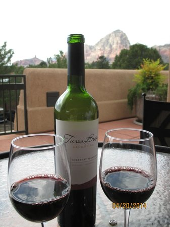 BEST WESTERN PLUS Inn of Sedona: Our complimentary bottle of wine