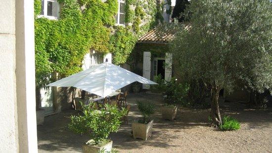 Chateau de Cavanac : The courtyard