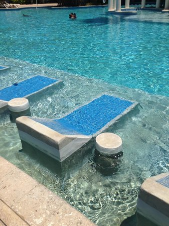 Superieur Melia Coco Beach: Lounge Chairs Built Into The Pool