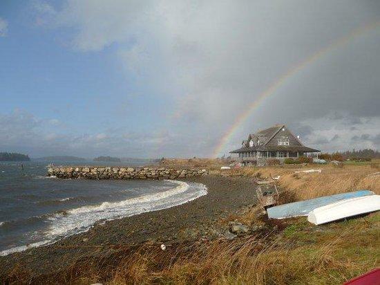 Argyler Lodge: Rainbow over the lodge