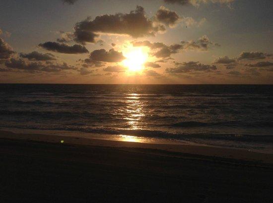 Solara Surfside Resort: Sunrise - Surfside