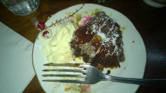 Queen of Tarts: chocolate and pecan nuts tart...per la fretta di mangiarla ho fatto la foto a metà dolce!!