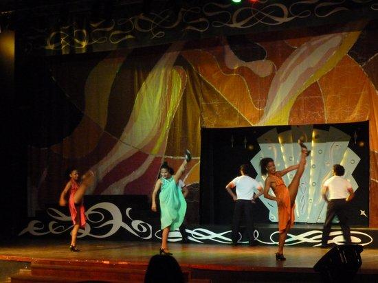 Blau Marina Varadero Resort : International dance show one night