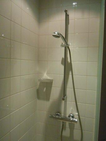 Apex City of Edinburgh Hotel: Shower