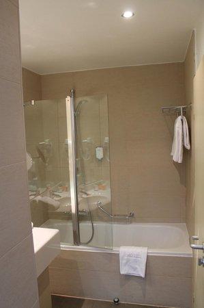 NH Muenchen Deutscher Kaiser: Clean bathroom, great amenities