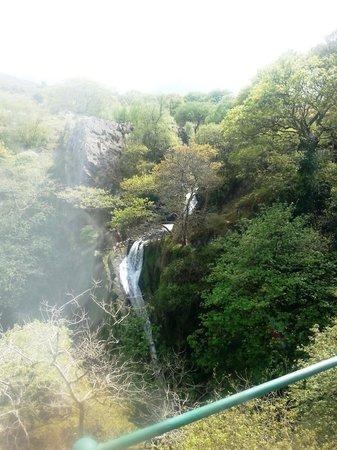 Snowdon Mountain Railway : A twisting waterfall