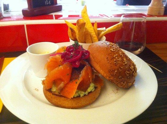 Casa Milano : Burger au saumon marine maison