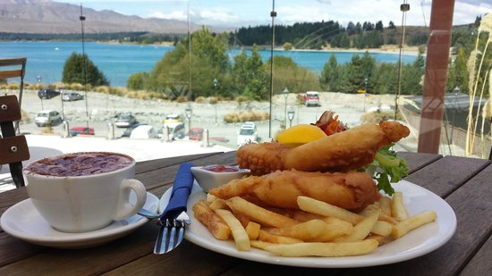 Tekapo Springs : Fish and chips and cappucino