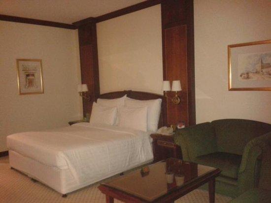Corniche Hotel Abu Dhabi : room