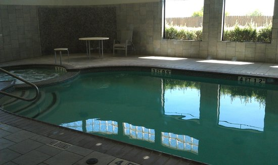 Best Western Plus Lackland Hotel & Suites: Pool and Hot Tub