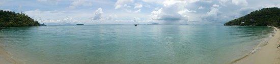 Phi Phi Island Village Beach Resort: Beach in the morning