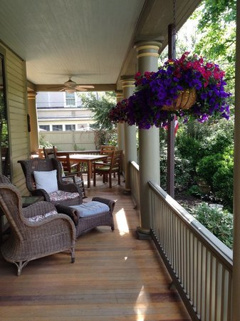 DeBary Inn: Front Porch