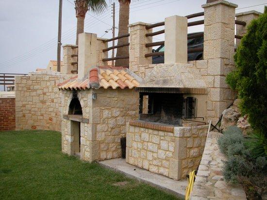 Diamond Village Apartments : Barbecue Area