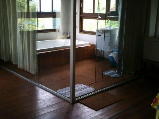 Morro Hostel: Banheiro com hidromassagem
