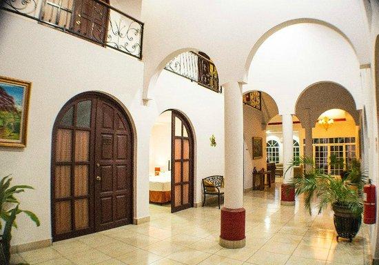 Hotel Executive Managua: Pasillo proncipal