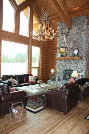 Bitterroot River Ranch: Living Room