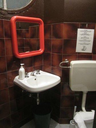 Hotel Valley: Странный санузел без душа