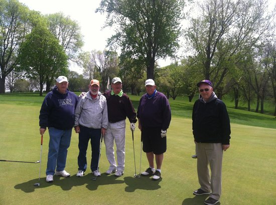 Boulders Inn and Suites: Happy Golfers