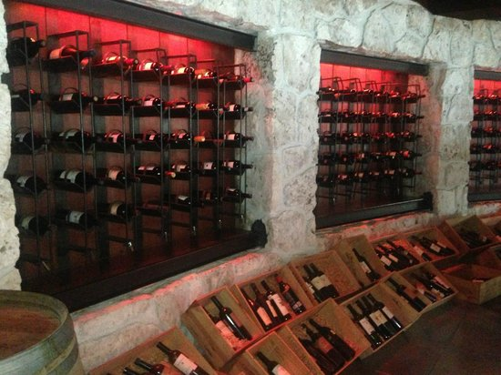 CasaMagna Marriott Cancun Resort: Wine racks in La Capilla.