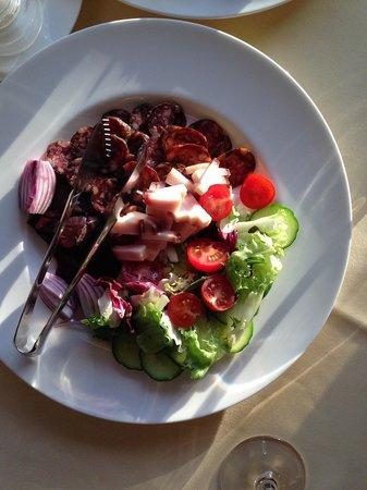 Lux Garden Hotel : мясная тарелка 2