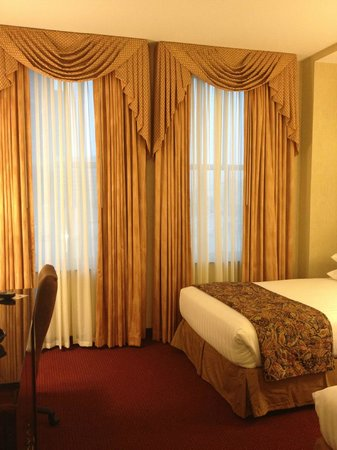 Drury Inn & Suites - New Orleans : Traditional Room. Drury Inn & Suites, New Orleans, LA.