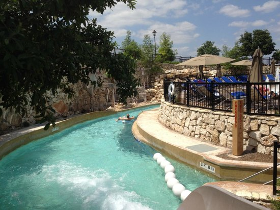 JW Marriott San Antonio Hill Country Resort & Spa: Down the lazy river.