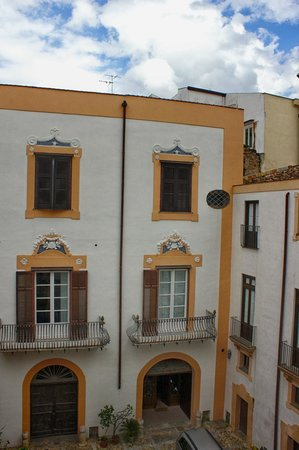 Palazzo Lungarini Bed and Breakfast: The courtyard