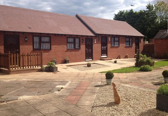 Newent Golf Club and Lodges: Lodges Exterior