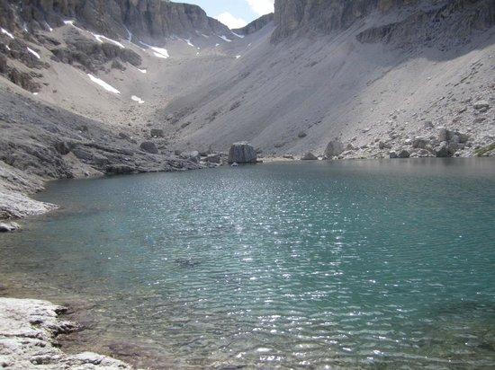 Rifugio Cavazza Franco Al Pisciadu: lago al pisciadù in piena