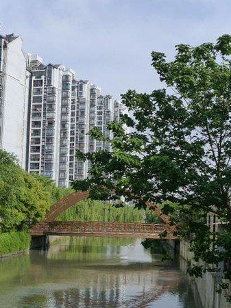 Radisson Blu Hotel Shanghai Hong Quan: Street views.