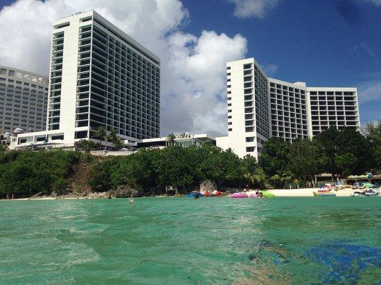 Guam Reef & Olive Spa Resort: две башни гостиницы