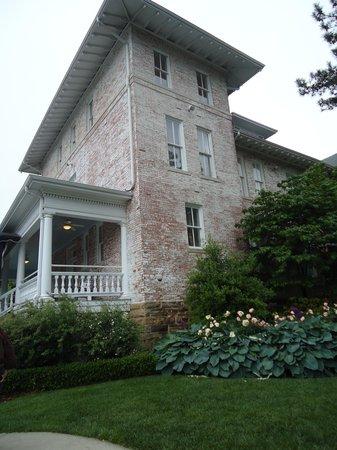 Inn at Carnall Hall: Beautiful old brick