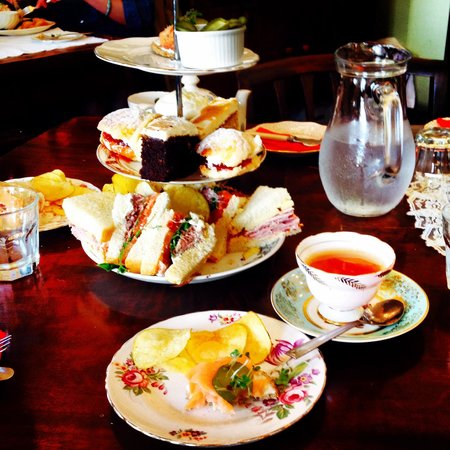 The Butterfly And The Pig : Afternoon tea: a bonny site.