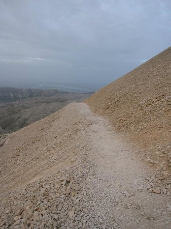 Mount Nemrut: path up to the east summit