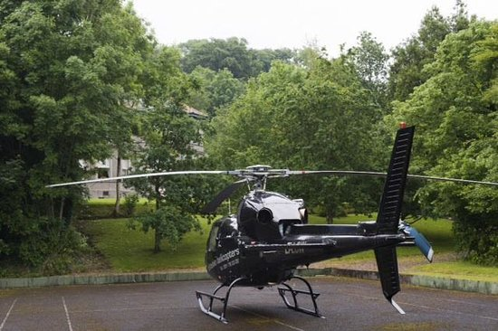 Ardtara Country House: Celebrity helicopter at Ardtara