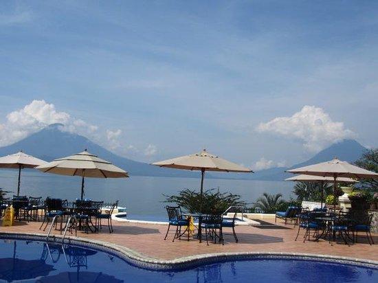 Hotel Atitlan : pool and volcanos