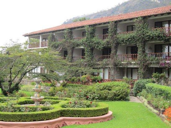 Hotel Atitlan: gardens