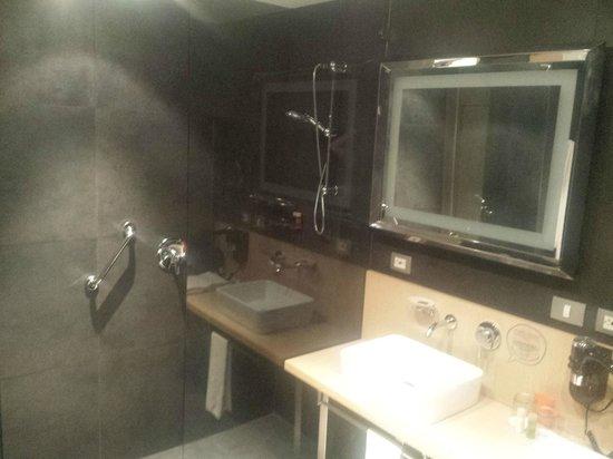 Atton Bogota 93: Banheiro amplo