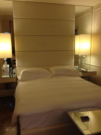 Hotel Brunelleschi: bed area