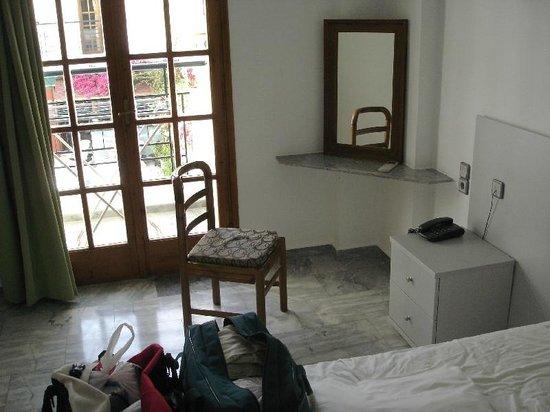 Artemis Hotel & Apartments: Bedroom