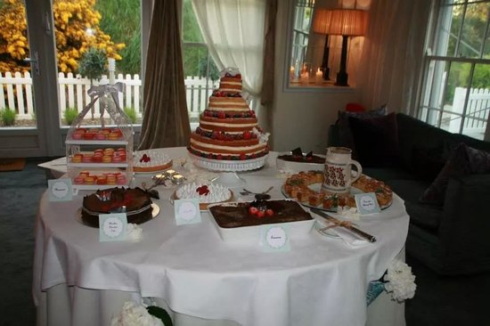 Coolbawn Quay Club, Marina & Spa: Dessert Table