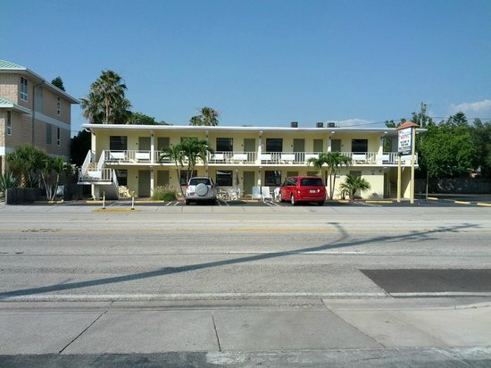 "Shoreline Island Resort: The ""motel"" piece across the street. So adorable, I loved it!! May 2014"