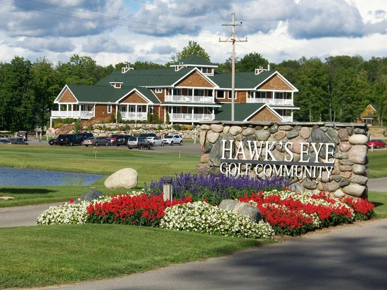 Hawks eye golf resort bellaire mi specialty resort for Speciality hotels