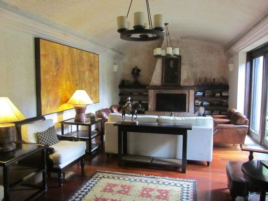 El Convento Boutique Hotel: drawing room