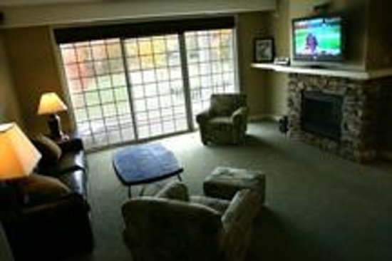 Bellaire, MI: Living room in a Chief Golf Cottage