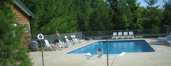Bellaire, MI: Pool at The Legend Cottage Inn