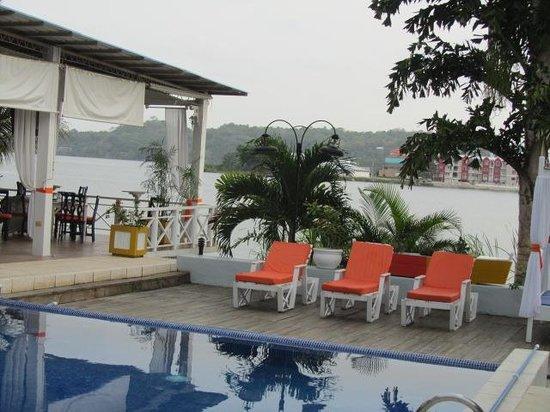 Hotel Casona del Lago: pool and lake